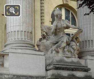 L'Art Du XVIIIe Siecle Statue In Paris