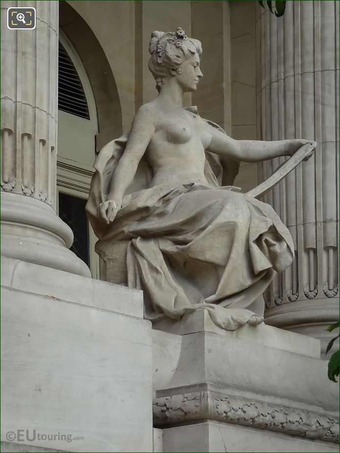 Grand Palais L'Art Contemporain Statue NE Colonnade