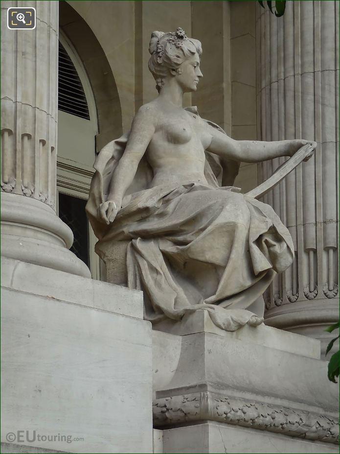 Grand Palais L'Art Contemporain Statue NE Colonnade