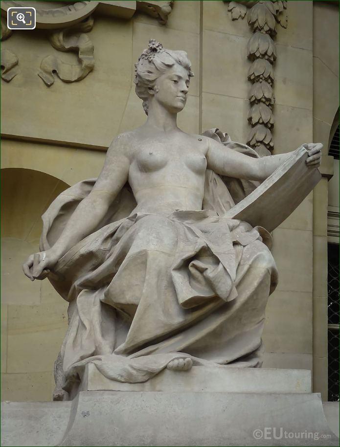 L'Art Contemporain Statue 8th Arrondissement Paris