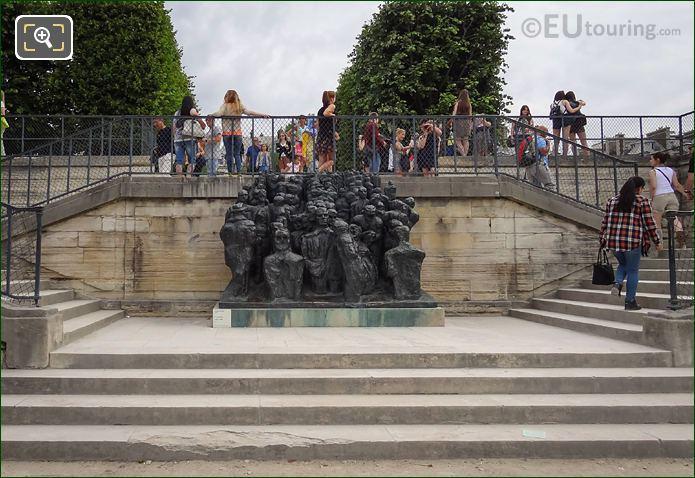 Jardin Des Tuileries And La Foule Sculpture