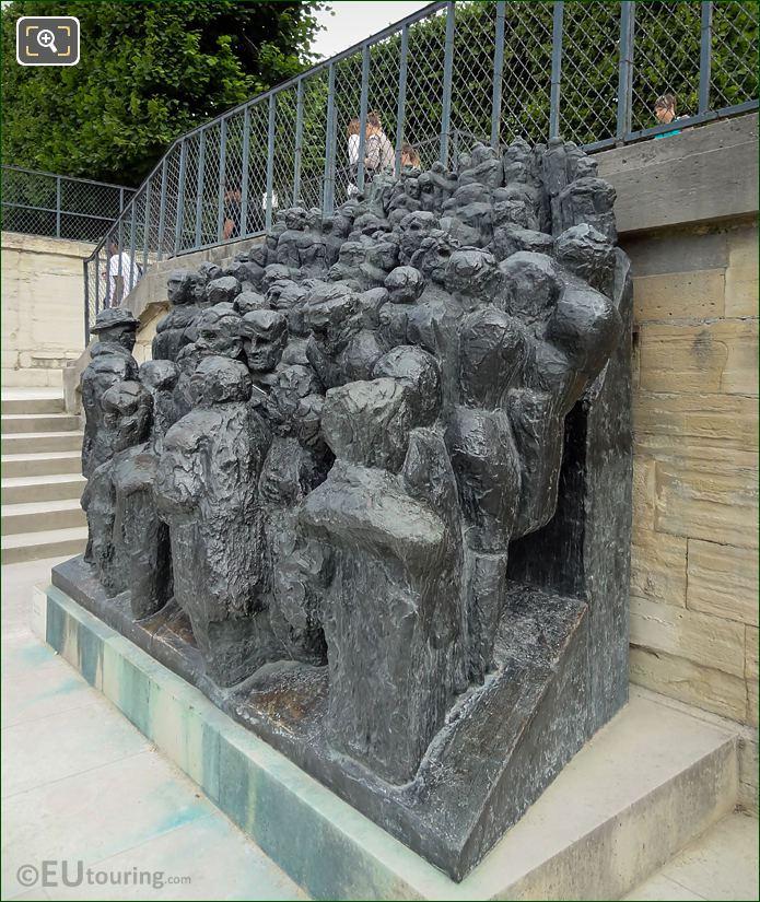 La Foule Sculpture By Raymond Mason