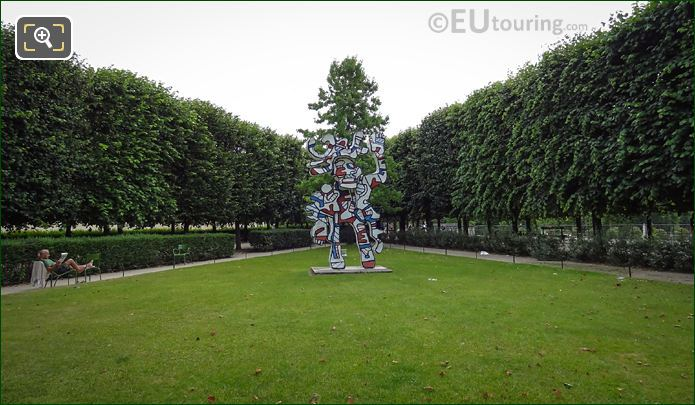 Jardin Des Tuileries And Le Bel Costume Statue