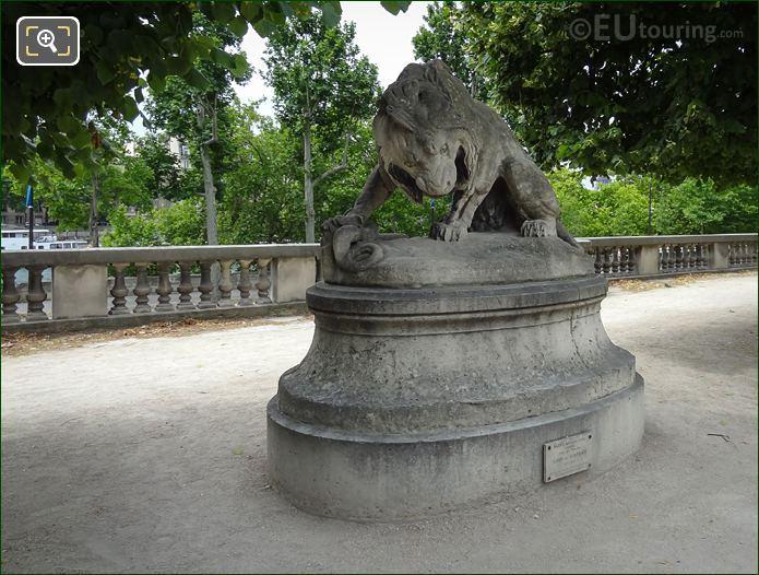 Lion Au Serpent Statue On Stone Pedestal