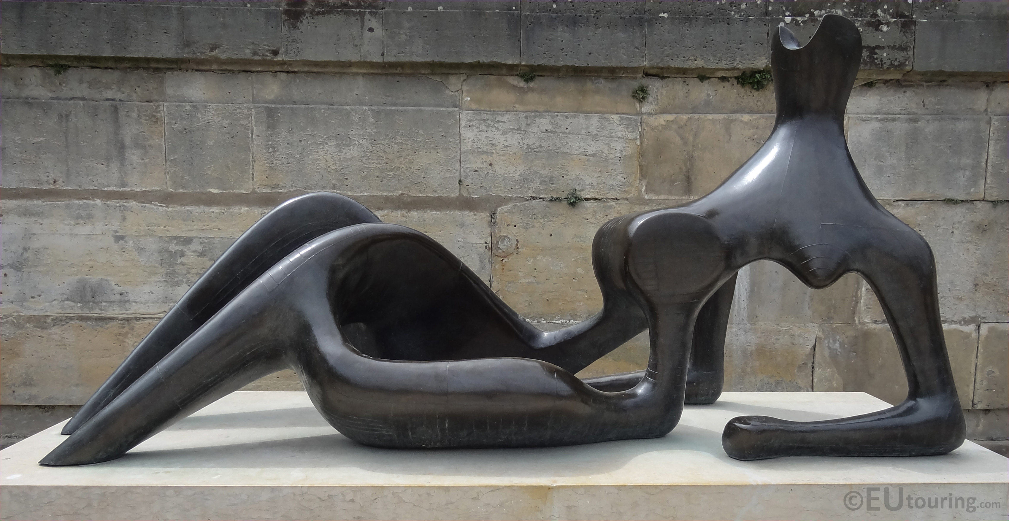 Bronze Reclining Figure Sculpture By English Sculptor Henry Moore : reclining figure by henry moore - islam-shia.org