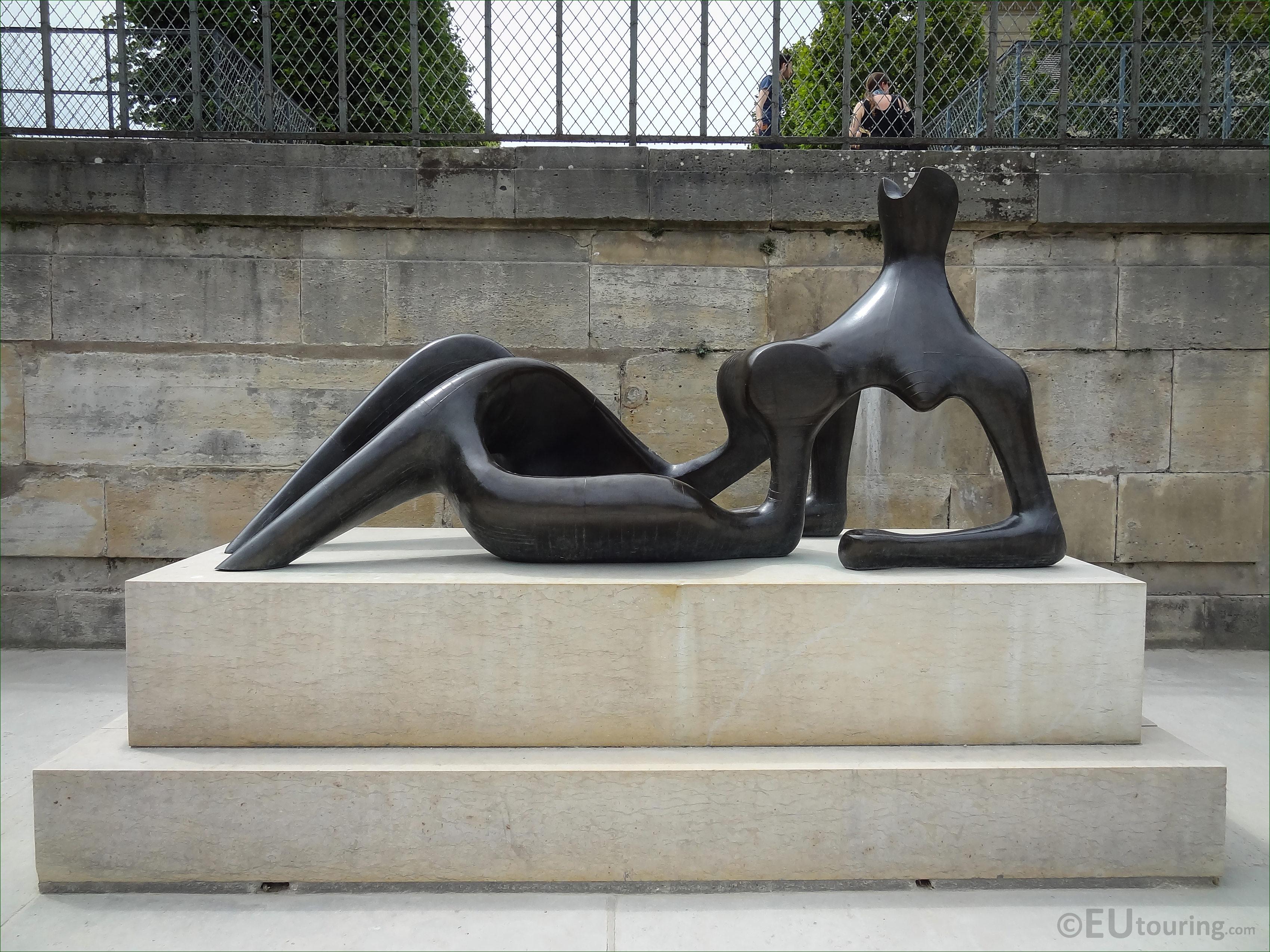 Reclining figure sculpture inside jardin des tuileries for Jardin 81