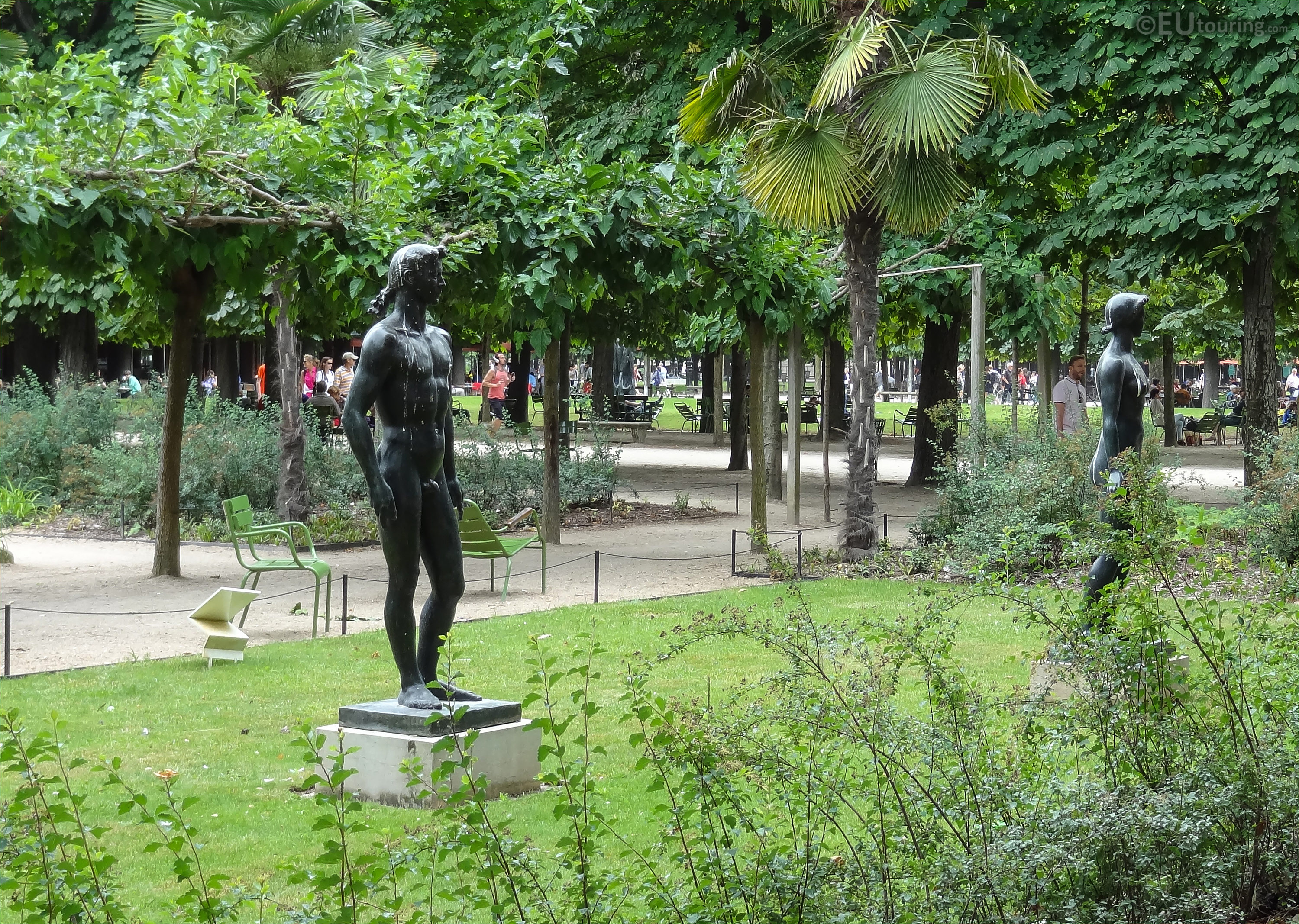 photos of the god of sun statue apollo in tuileries. Black Bedroom Furniture Sets. Home Design Ideas