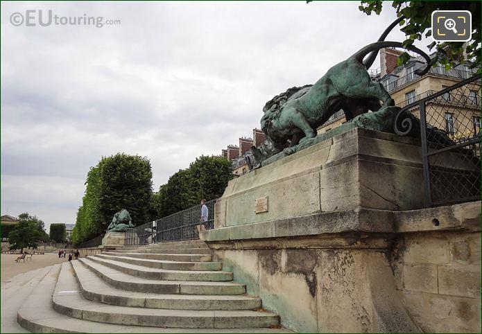 Lion Et Lionne Se Disputant Un Sanglier Statue Along Terrasse Des Feuillants