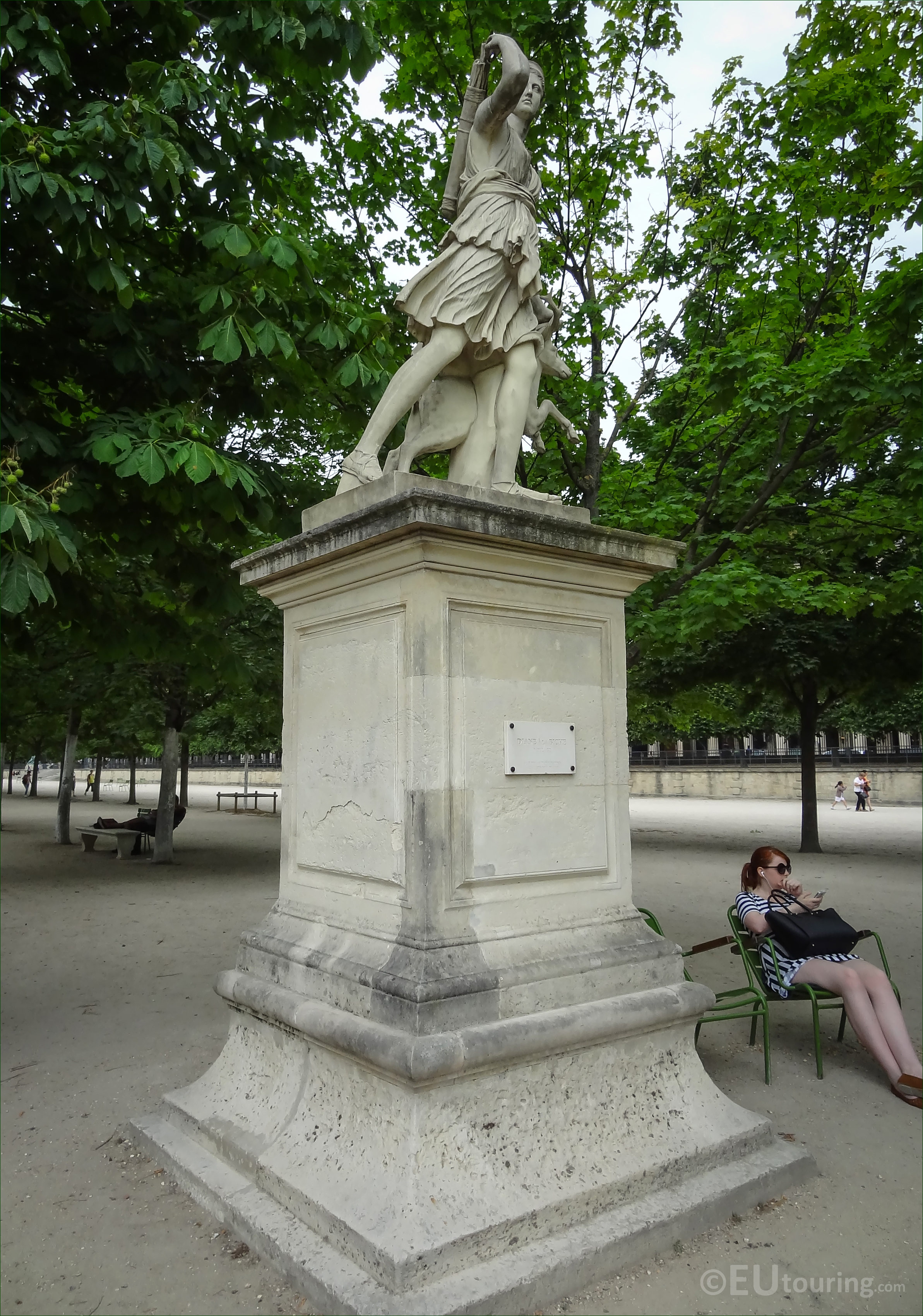 photos of diane a la biche statue in jardin des tuileries page 679. Black Bedroom Furniture Sets. Home Design Ideas