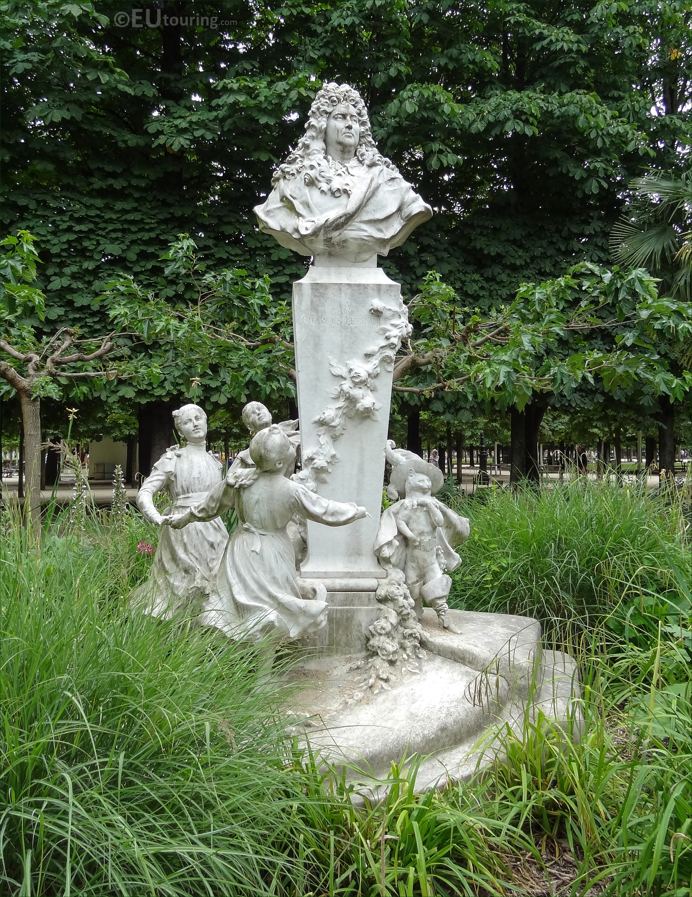 Photos of charles perrault monument in jardin des for Jardin french to english