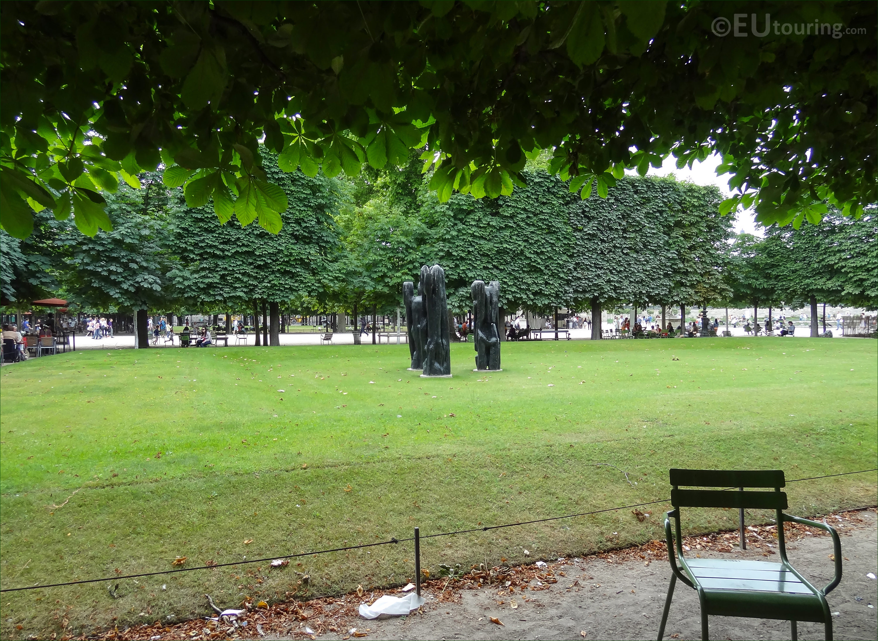 The Personnage III statues in Jardin des Tuileries Page 732