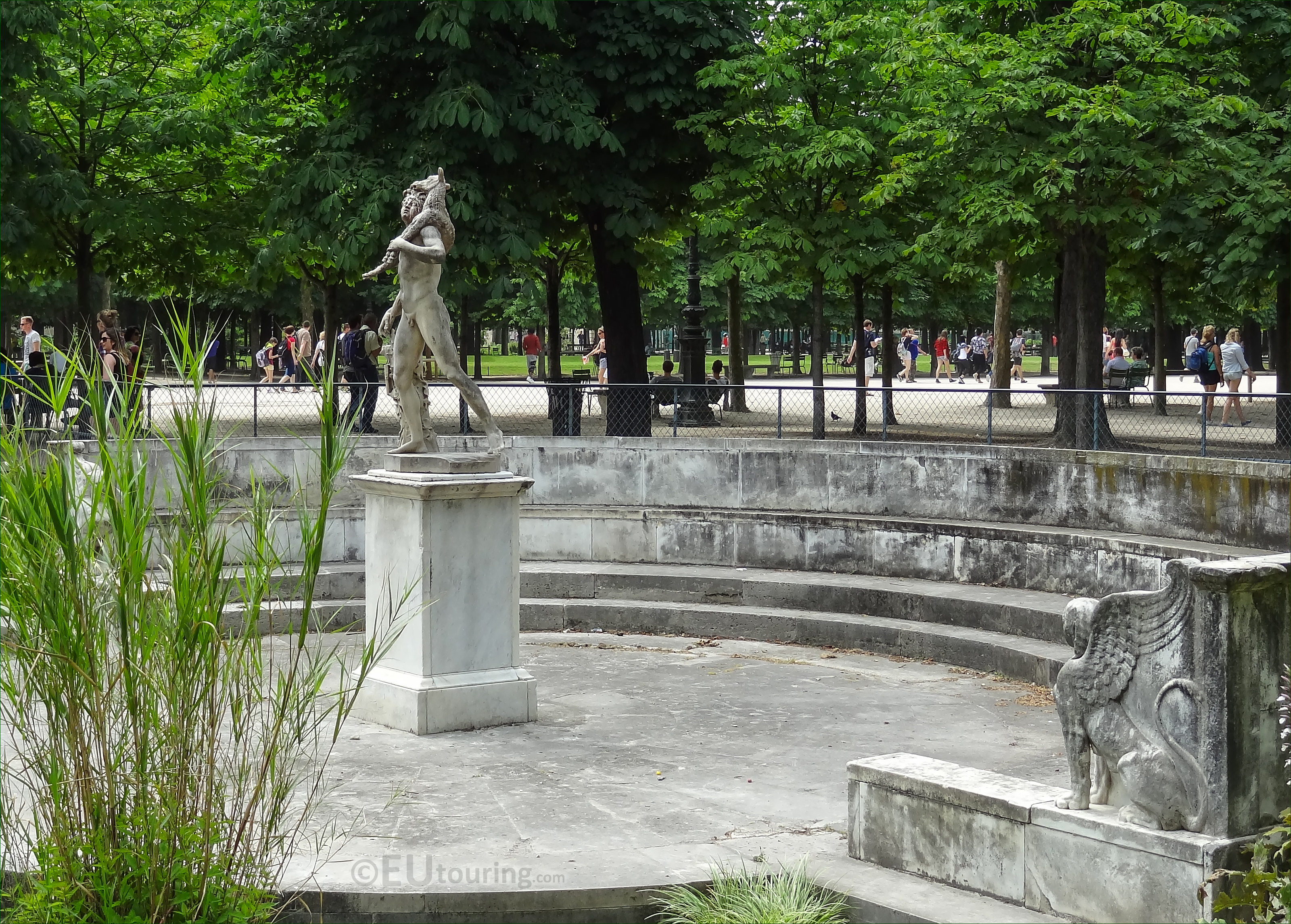 The faune au chevreau statue in jardin des tuileries for Au jardin des tuileries