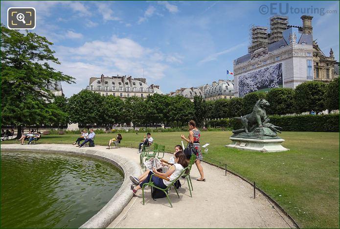 Jardin Des Tuileries And Tigre Terrassant Un Crocodile Statue