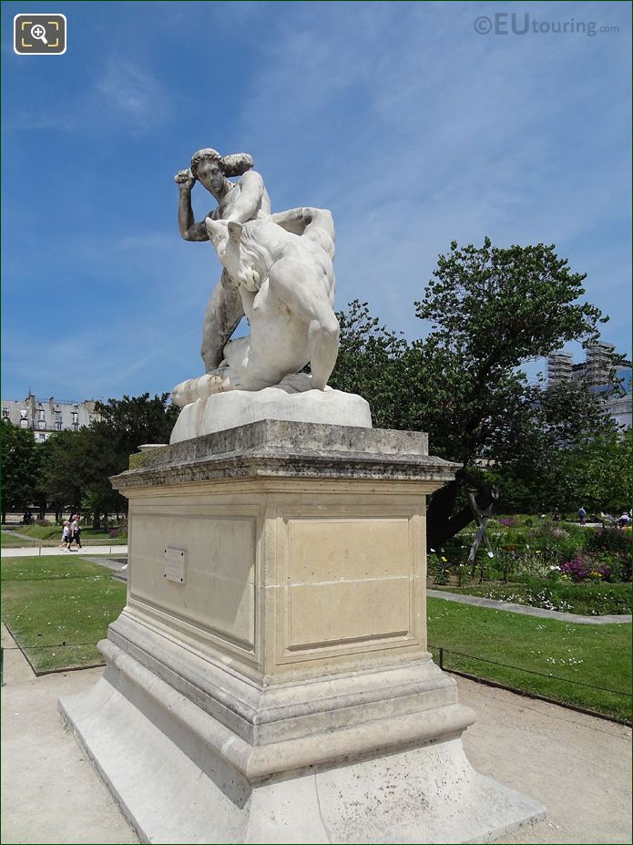LHS And Front Of Thesee Combattant Le Minotaure Statue