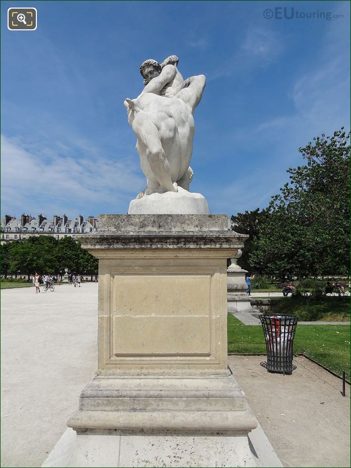 LHS Of Thesee Combattant Le Minotaure Statue