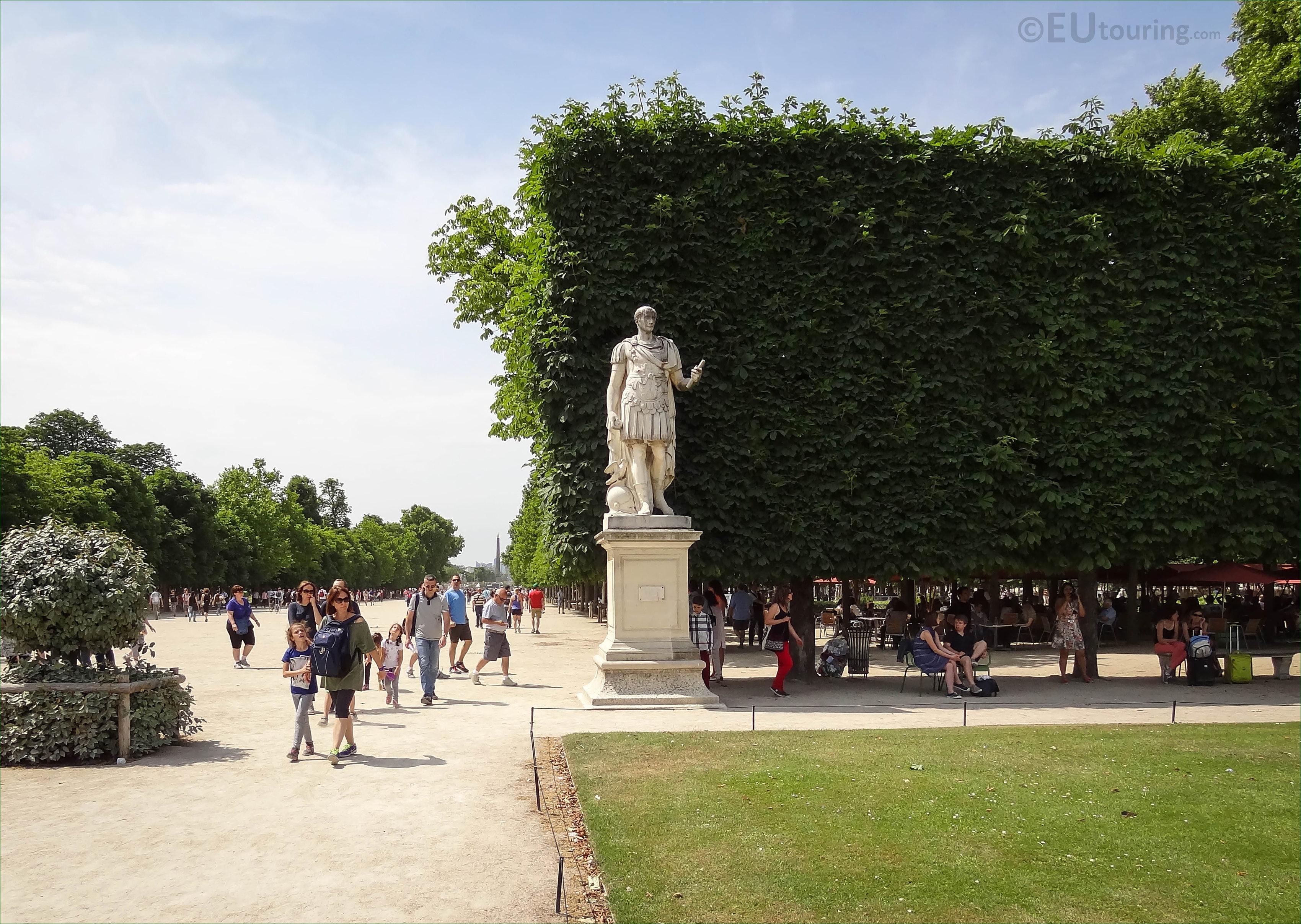 Photos of julius caesar statue in jardin des tuileries for Jardin tuileries