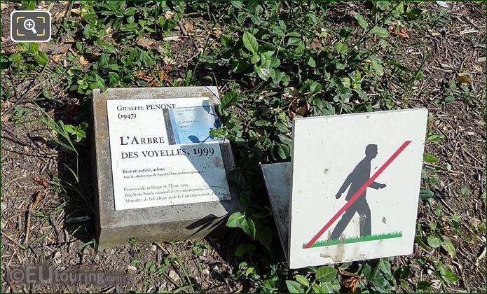 Information Plaque L'Arbre Des Vyelles Sculpture