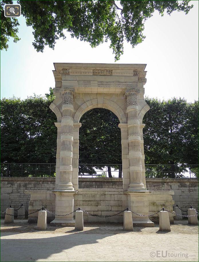 Vestige Du Palais Des Tuileries In Jardin Des Tuileries