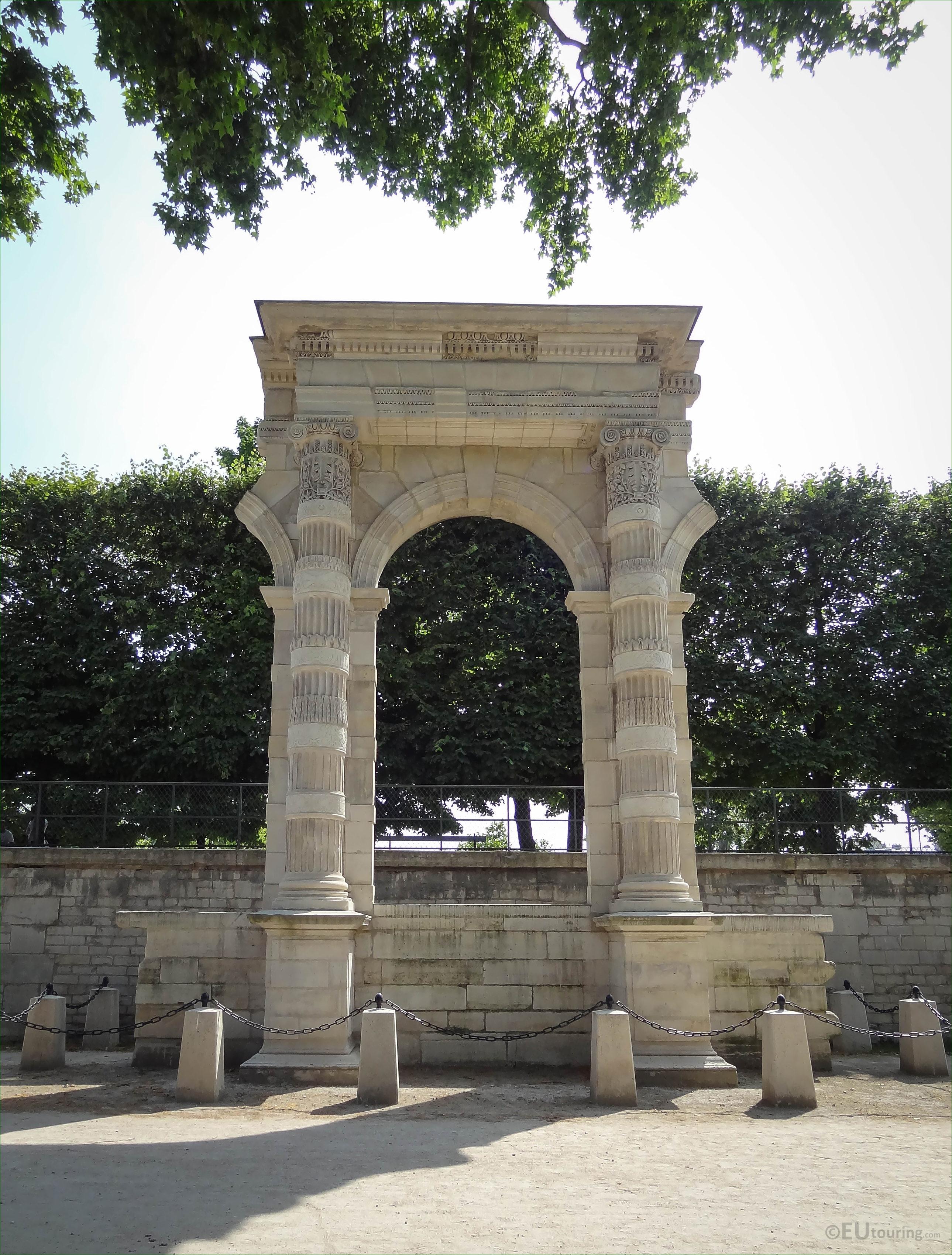 Vestige du Palais des Tuileries in Jardin des Tuileries - Page 708