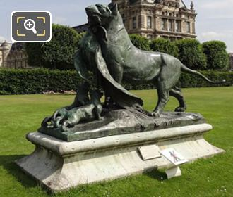 Tigresse Portant Un Paon A Ses Petits Statue On Stone Base