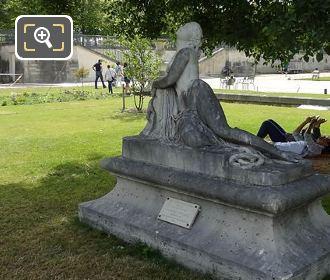 Mort De Lais Statue In Jardin Des Tuileries