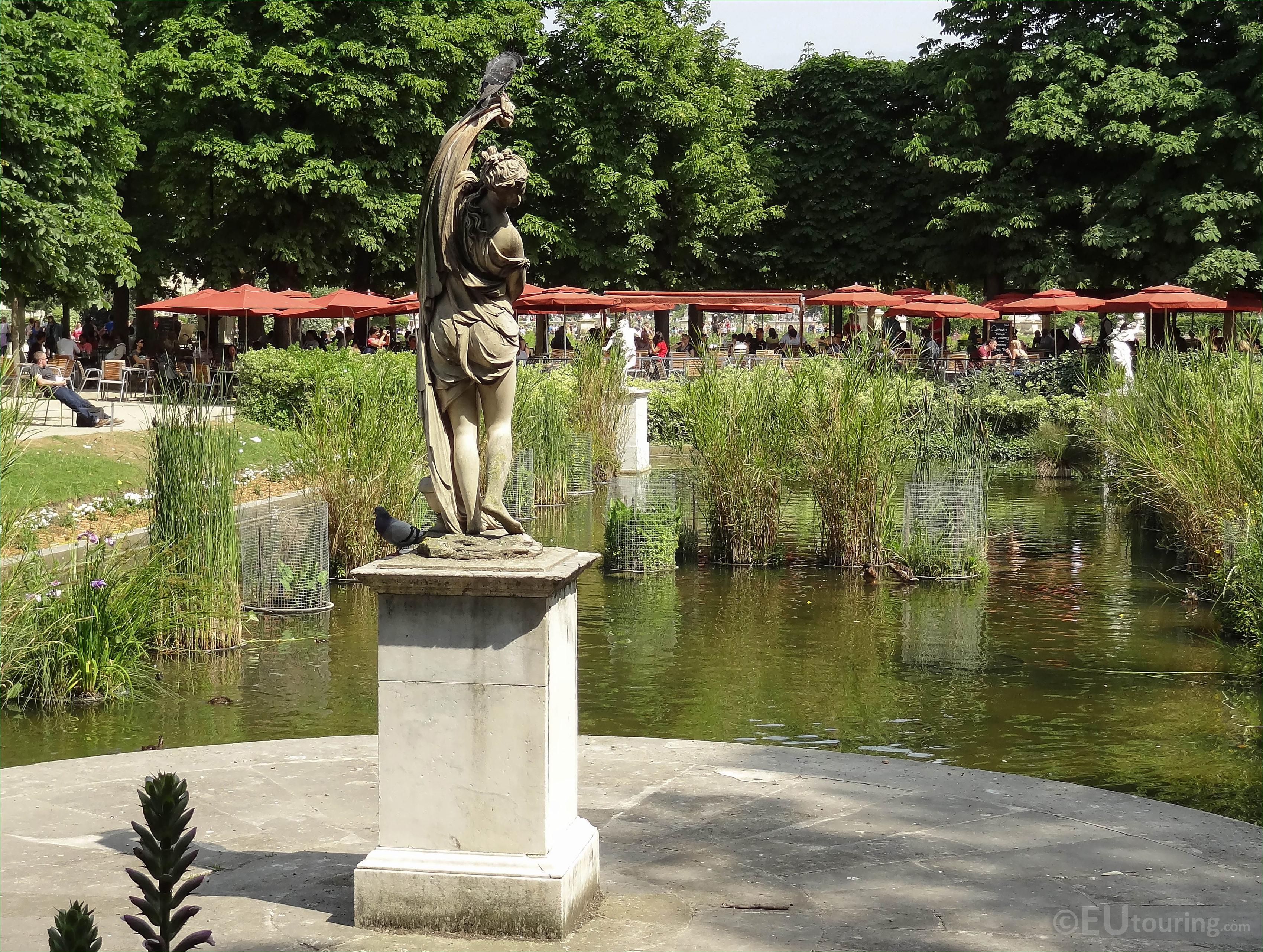 s of Venus Callipyge statue in Jardin des Tuileries Page 716