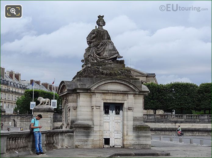 Lille Statue Within Place De La Concorde In Paris
