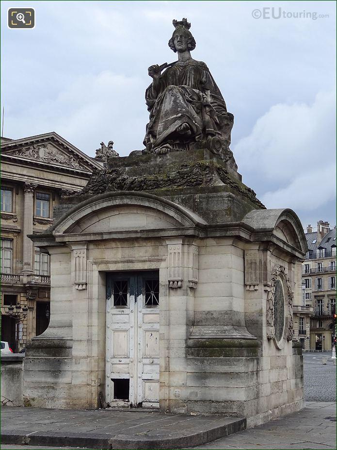Lille Statue On Its Pavilion Guardhouse