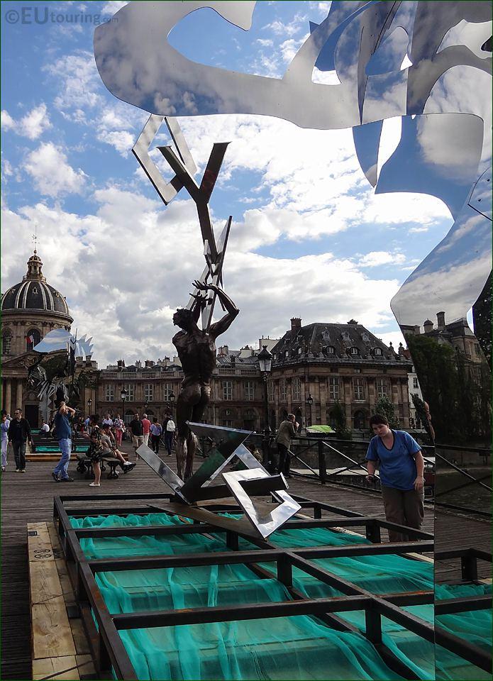 Sculpture Le Ciel Lui Tombe Sur La Rete On Temp Platform