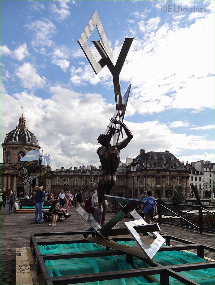 Back Of Le Ciel Lui Tombe Sur La Rete Sculpture
