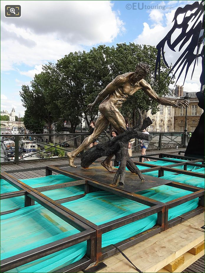 RHS Of Le Paradis Est Un Enfer Sculpture