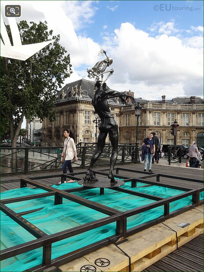 BRHS Of Colin Maillard Sculpture Pont Des Arts