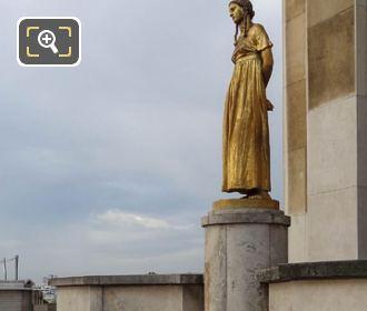 Palais De Chaillot Les Fruits Statue