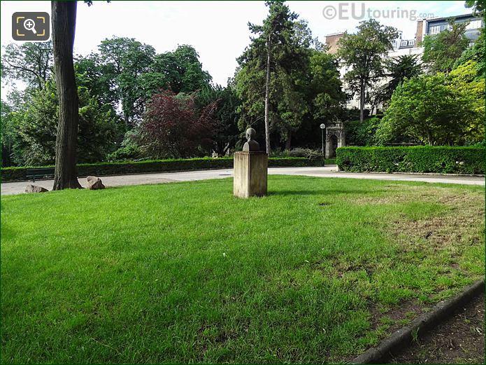 Jardins Trocadero Paul Valery Bust In Garden Area