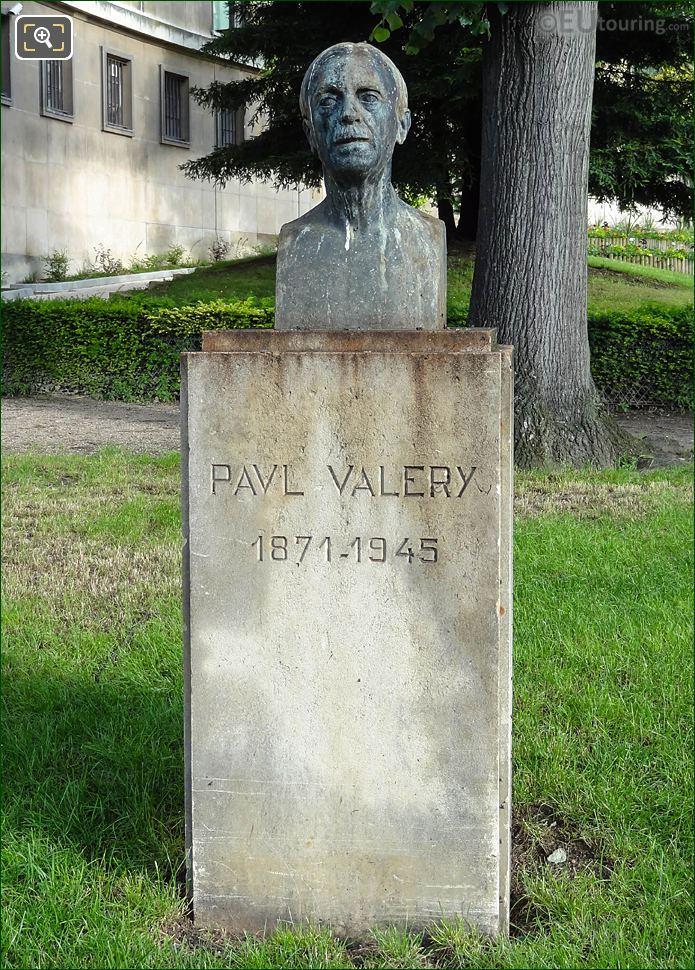 Paul Valery Statue Jardins Du Trocadero