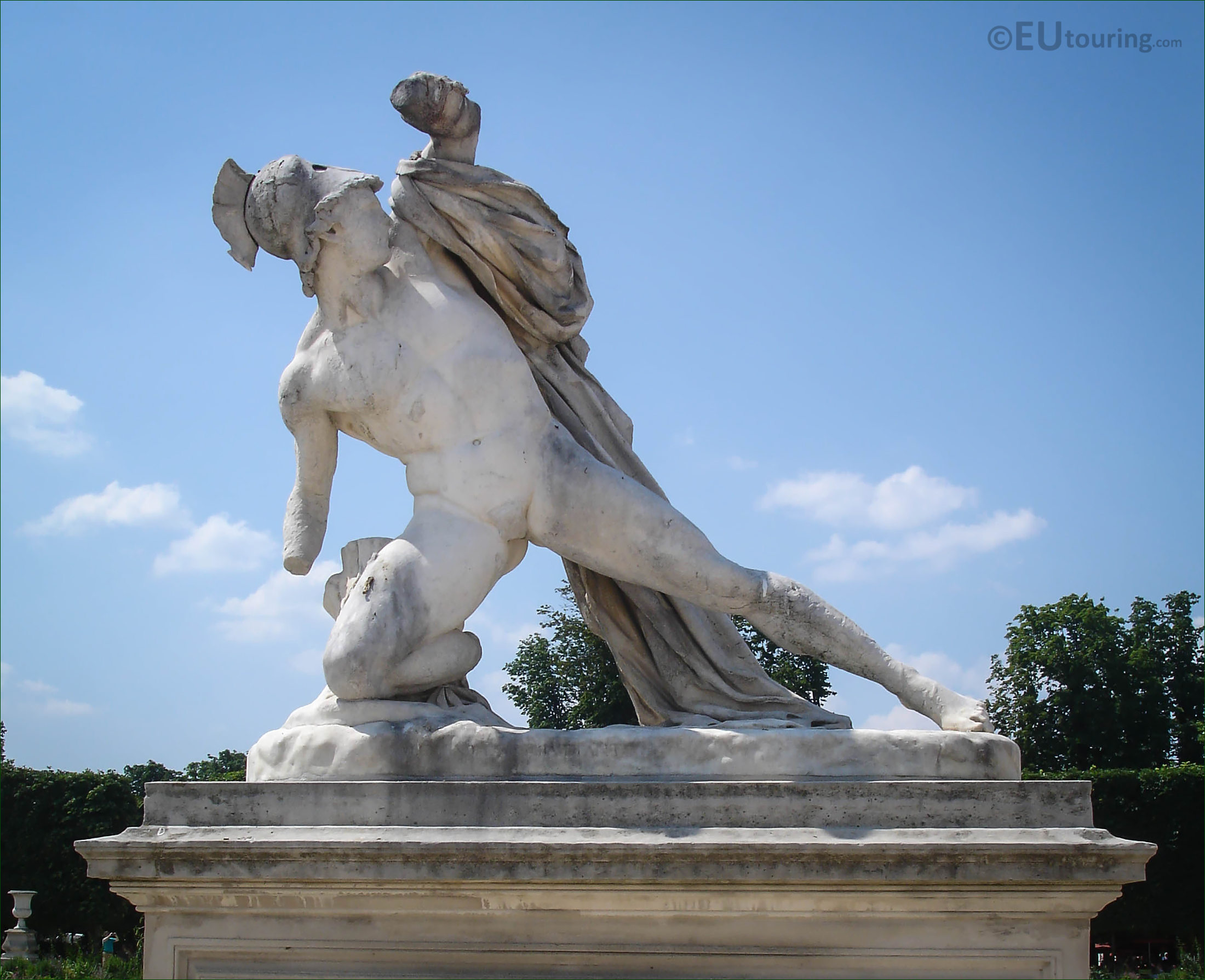 hd photos of alexandre combattant statue in tuileries. Black Bedroom Furniture Sets. Home Design Ideas