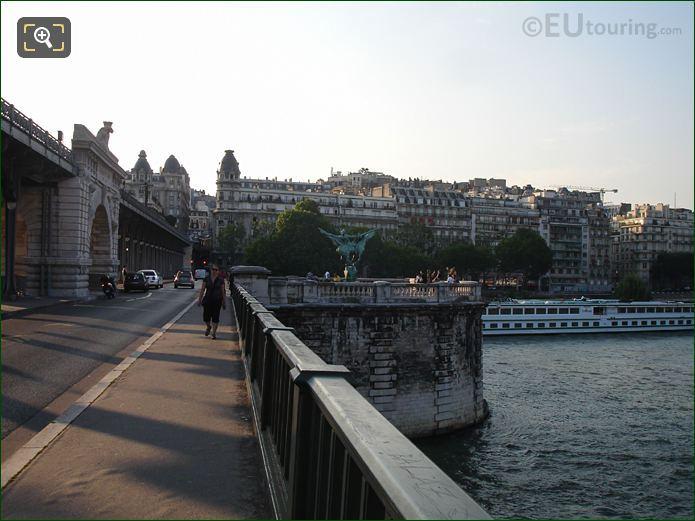 Pont De Bir-Hakeim Pathway To Monument De La France Renaissante