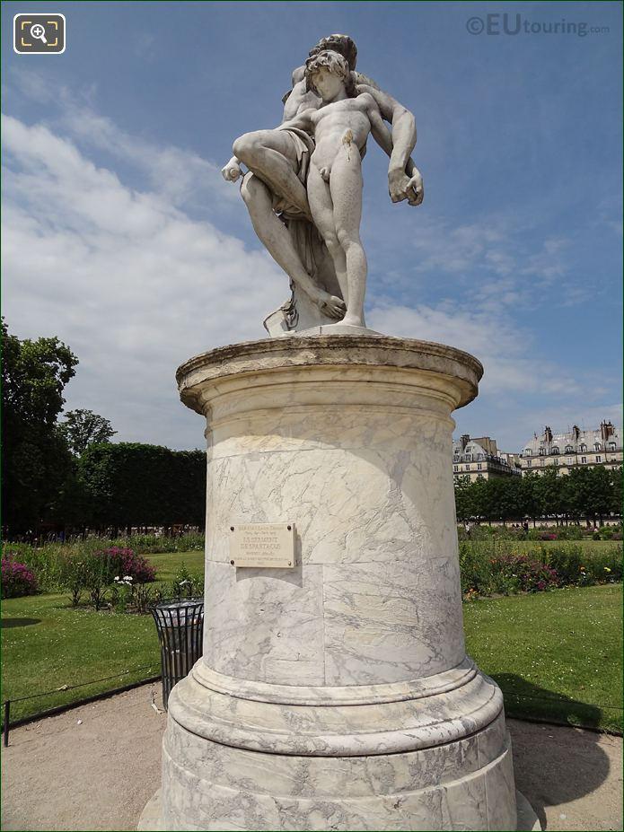 Le serment de spartacus statue inside jardin des tuileries - Statues jardin des tuileries ...