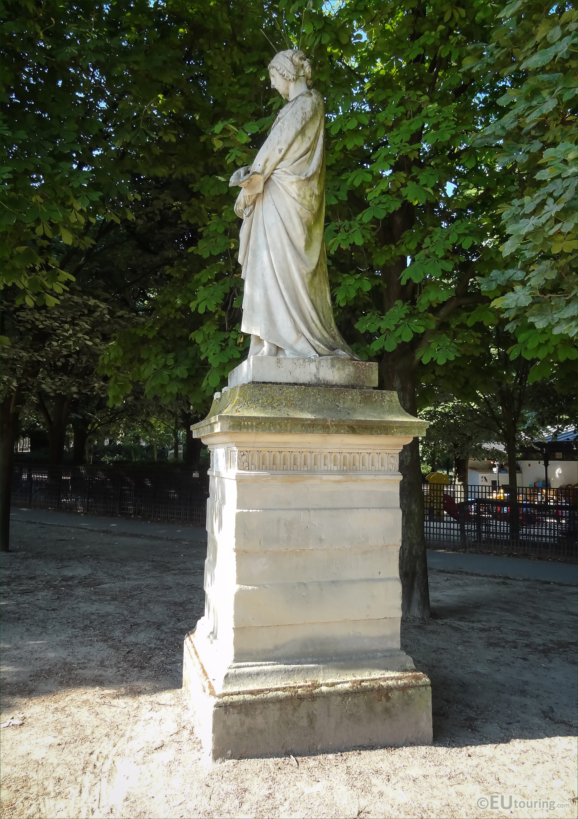 photos of laure de noves statue in jardin du luxembourg. Black Bedroom Furniture Sets. Home Design Ideas