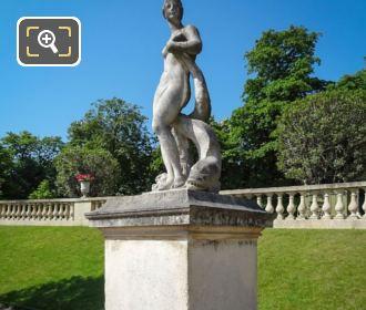 Venus Au Dauphin Statue Stone Base