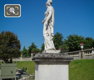 Minerve A La Chouette Statue East Side