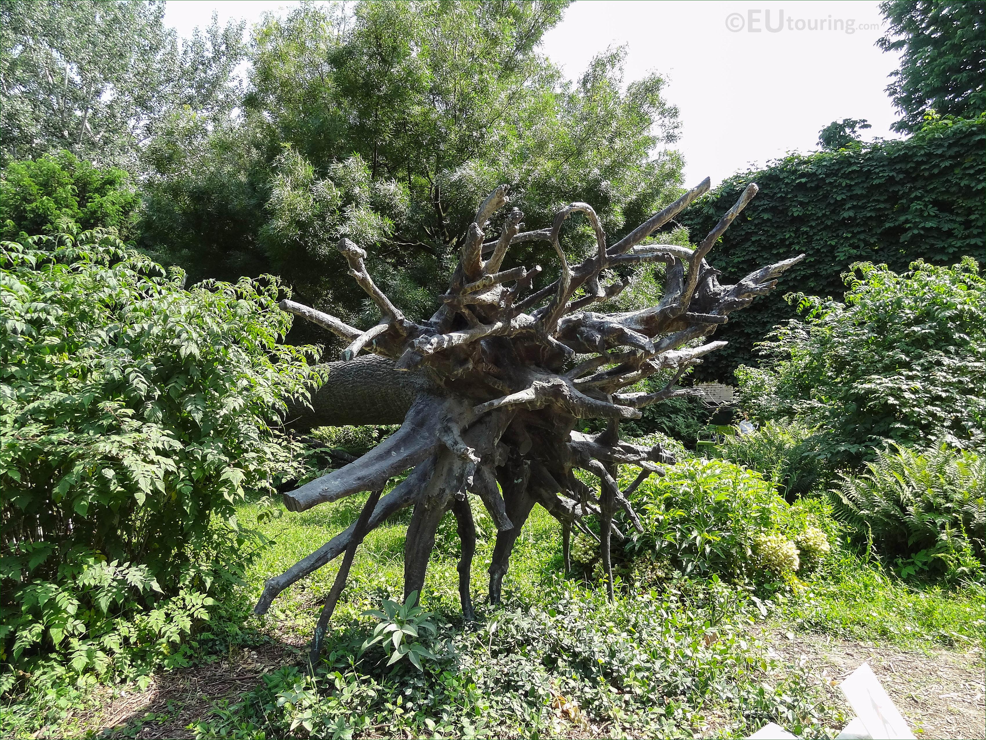 l 39 arbre des vyelles bronze sculpture in jardin des tuileries page 809. Black Bedroom Furniture Sets. Home Design Ideas