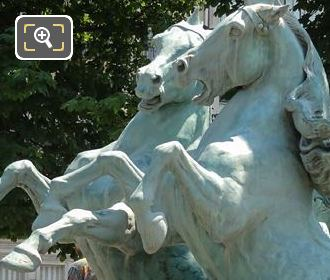 Jardin Marco Polo Horse Statues