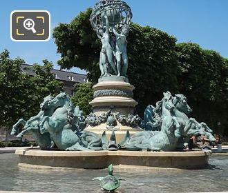 Fontaine Des Quatre Parties Du Monde Turtle Statues