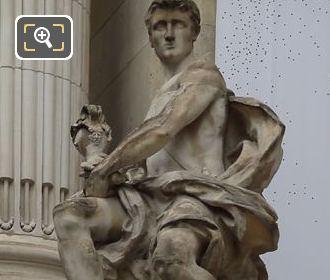 l'Art Industriel Statue At The Grand Palais