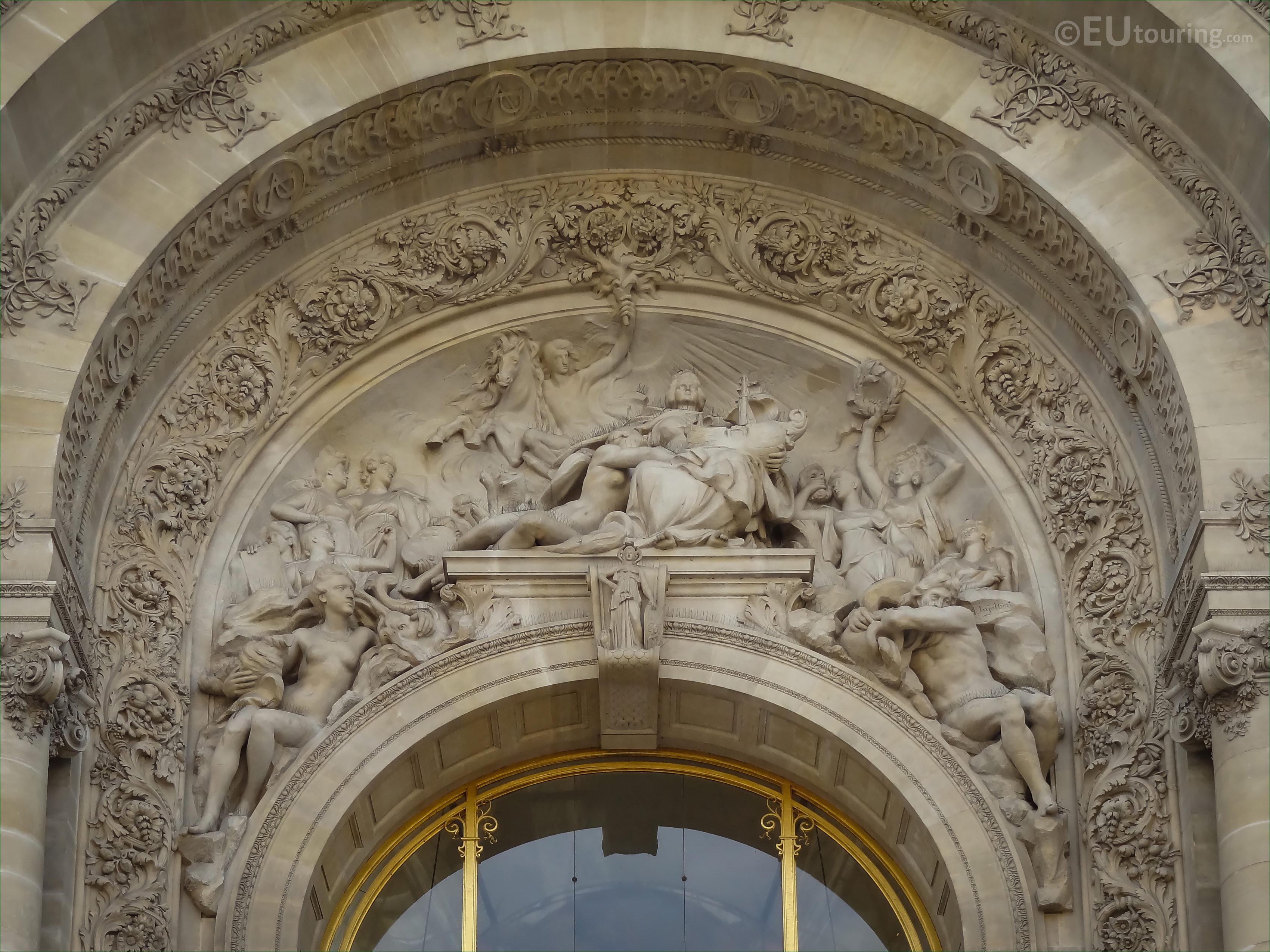 La ville de paris entouree des muses at the petit palais - Piscine jean boiteux paris ...