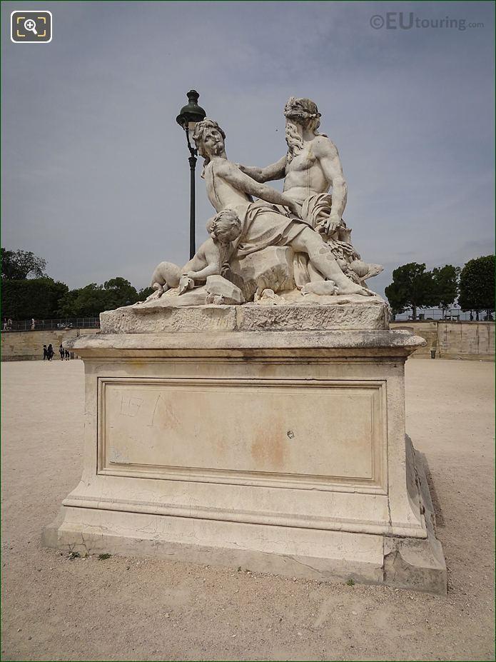 LHS Of La Seine Et La Marne Statue