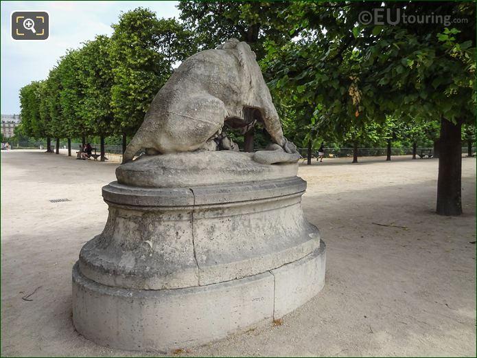Jardin Des Tuileries Statue Lion Au Serpent