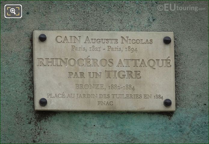 Information Plaque On Rhinoceros Attaque Par Un Tigre Statue