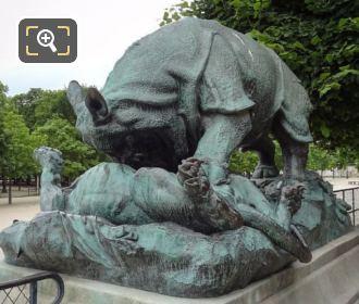 Rhinoceros Attaque Par Un Tigre Statue In Jardin Des Tuileries